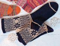 112 модных моделей носков для вязания спицами. Бесплатные схемы вязания носков спицами с подробным описанием.