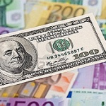 El euro podría cotizar próximamente en la zona de los 1,25 dólares.  Se estima que el euro podría alcanzar de los 1,25 a 1,27 dólares en los próximos meses. Solo es cuestión de tiempo que se modere su crecimiento.  http://www.cambio-divisas.net/el-euro-podria-cotizar-proximamente-en-la-zona-de-los-125-dolares110512/