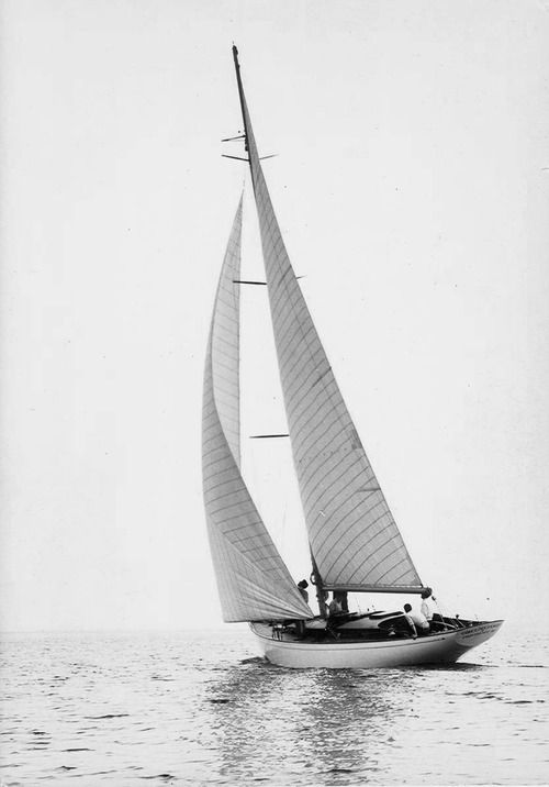 A yacht sailing - in black and white - via www.murraymitchell.com
