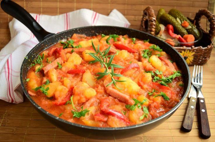 Cartofi țărănești cu gogoșari în sos de roșii, o mâncare ce îți merge direct la inimă în zilele reci de toamnă! Regis Stone te învață să gătești sănătos și gustos!   Retete a1.ro
