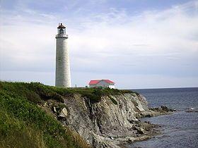 Le phare de Cap-des-Rosiers (Gaspé, Québec) a été construit entre 1854 et 1858. D'une hauteur de 34 mètres, il est le plus haut phare du Canada.