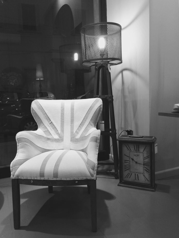 #Neoindustriale #vintage, #poltrona in #legno e tessuto, #piantana in #acciaio.