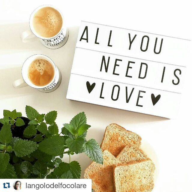 And coffee........ Lovely pic by @langolodelfocolare featuring our A4 lightbox from #alittlelovelycompany