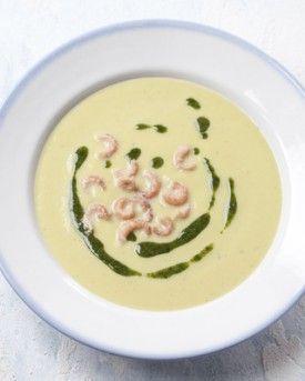 Aspergesoep met garnalen en basilicumolie - Recepten - Culinair - KnackWeekend.be