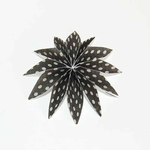 Cool snowflake paper bow
