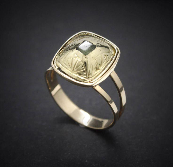 Truly vintage antique ring georgian s XVIII c. 1790 emerald pink yellow solid 18k gold repousse solitaire Engagement pre victorian de MartaGArcos en Etsy