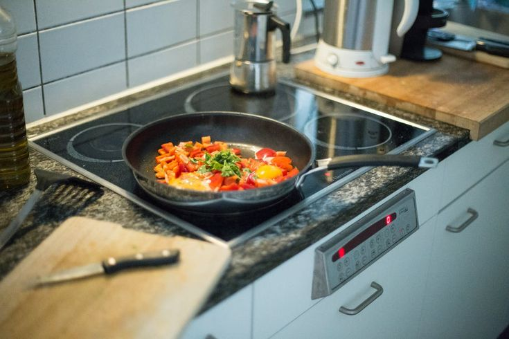 Sleek, modern cooktops look great when they're shining clean and spotless, but unfortunately, they don't always stay that way when we're cooking.   With our Natural Cooktop Cleaner (perfect for ceramic, glass, and enamel) you can wipe away all of your spills and reset your kitchen to beautiful!  https://realsimpleclean.com/product/cooktop-cleaner/