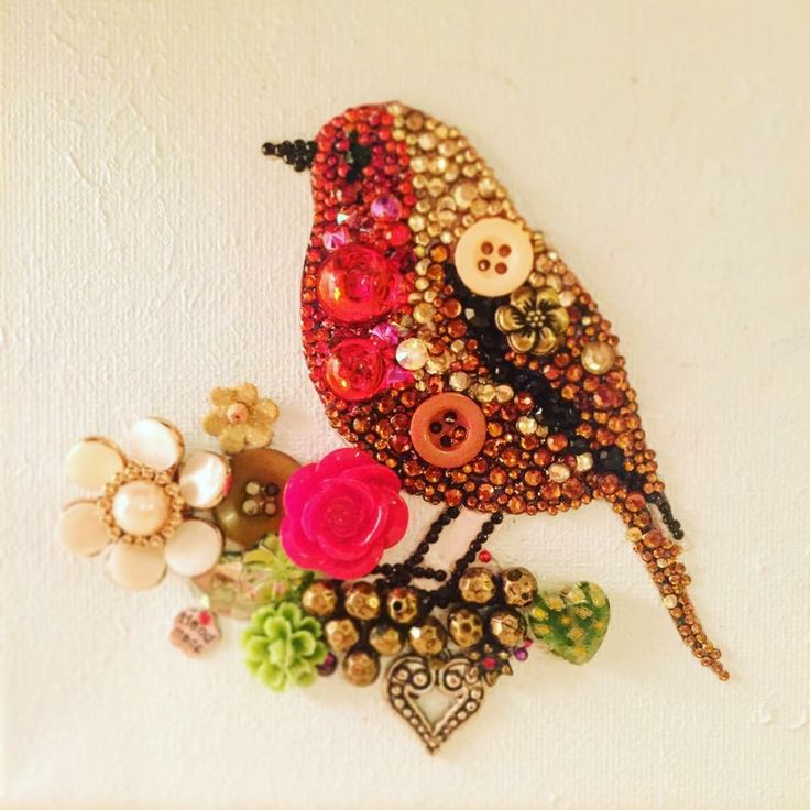 Button art, Christmas Robin. Beads and rhinestones