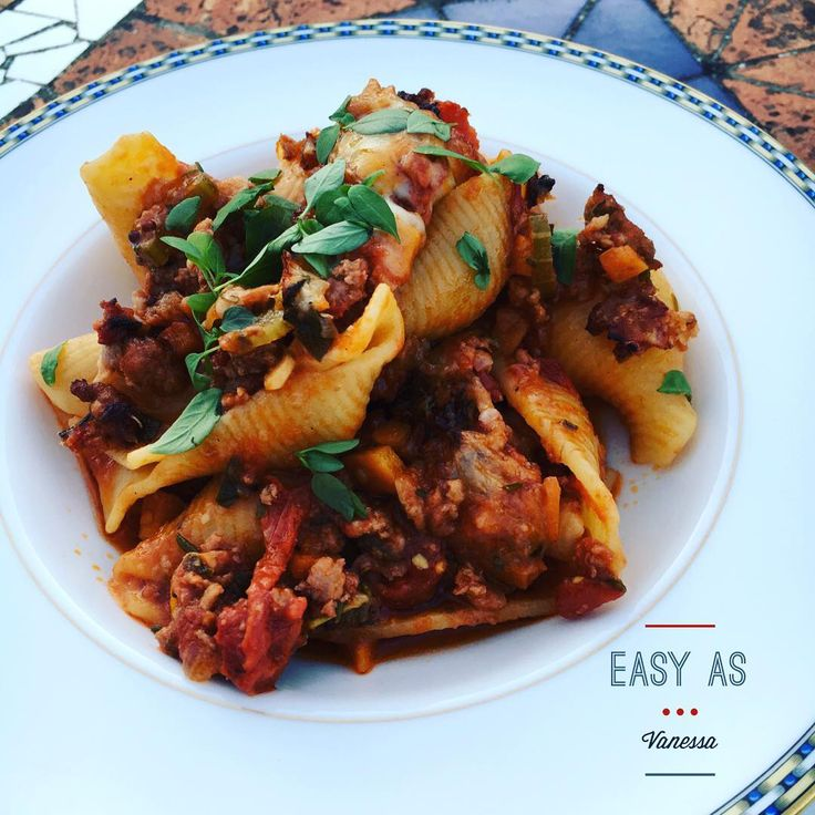 Use Conchiglioni pasta for the easiest in Italian comfort food #familyfood #kitchenswithoutboundaries #homemade