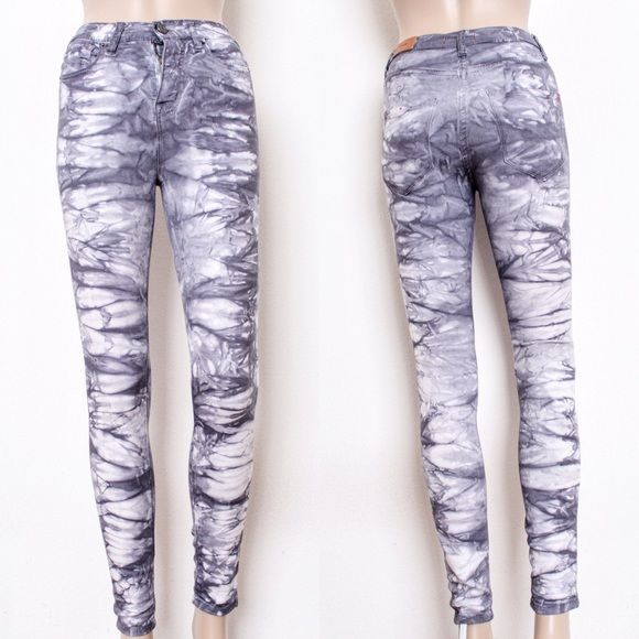 """Purplish Gray Tie-Dye High-Waisted Jeans Urban Outfitters - BDG 'High-Rise Twig Ankle' ⑊ Size 24W X 29L ⑊ MSRP $68  ⌁ Measurements: 24"""" waist 10"""" rise 28"""" inseam  ⌁ Material: 59% cotton 22% rayon 17% polyester 2% spandex  ⌁ Condition: New without tags. Never worn!  Comment below if you have other questions. Please make all offers using the """"offer"""" button. No trades or PayPal. No holds (first come, first serve). Comes from a smoke-free/pet-free home. Not responsible for lost/damaged mail. All…"""