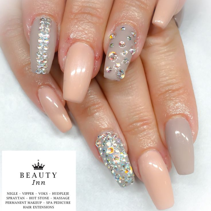 #nails #naildiva #nailtech #cnd #bling #brisa #gel #glitter #girls #cndworld #CndShellac #shellac #beauty #diamonds #design #diva #nailmania #icgroup #skønhedsklinik  #beauty.inn #88617167