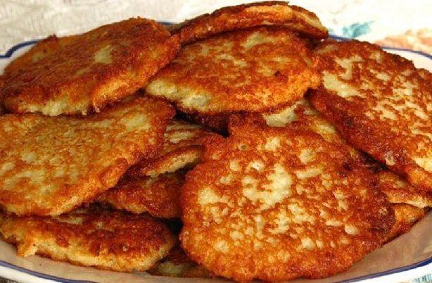 Картофельные оладьи с луком / Едальня