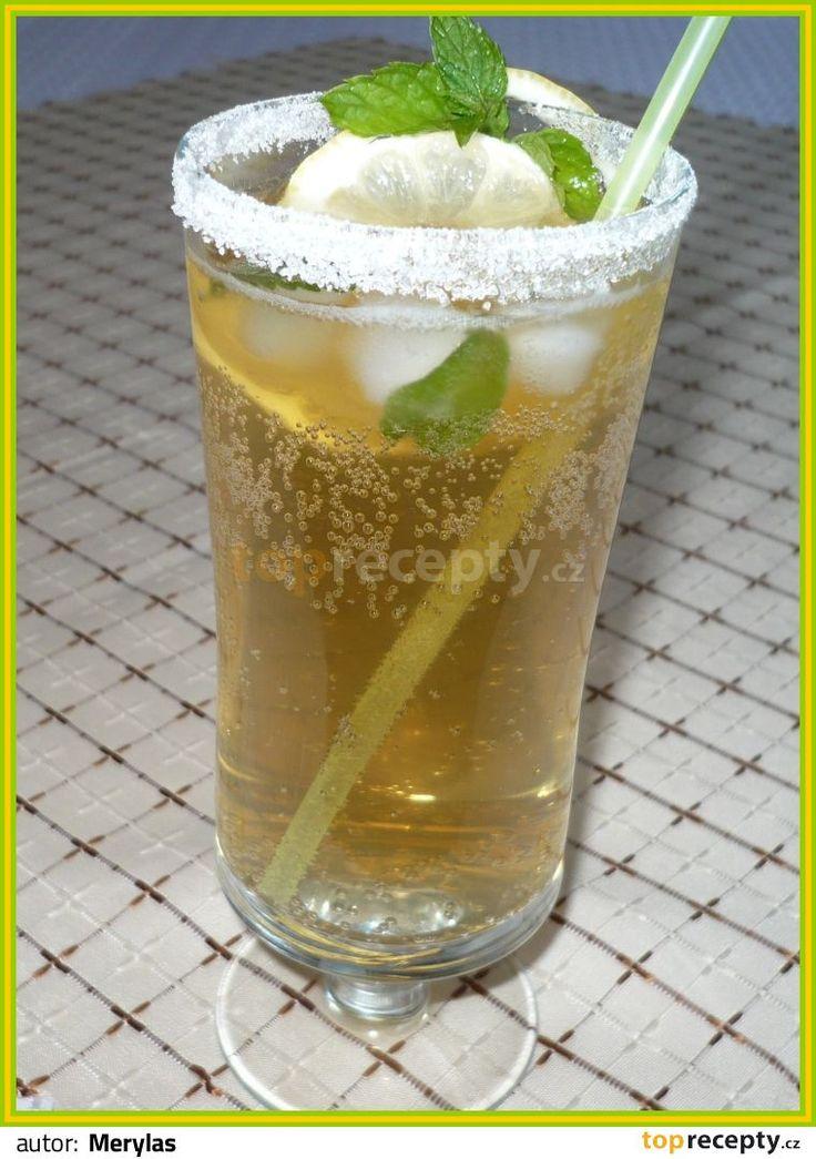 Mátový ledový čaj s citronem a medem: Připravíme si čaj z vroucí vody a 2 sáčků mátového čaje - necháme 10 minut vyluhovat. V ještě teplém čaji rozmícháme med a necháme pořádně...