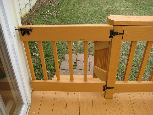The Deck Has A Latch Gate In Front Of The Stairs. It Does Not Open And  Close Without Lifting It Up   Probably Fixed By Tightening Screws.
