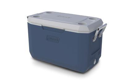 De Coleman Xtreme Cooler is erg geschikt voor gebruik bij buitenactiviteiten. Met een inhoud van 66 liter kan er genoeg gekoeld worden en dankzij de grepen aan de zijkant kan de box makkelijk verplaatst worden. >> http://www.kampeerwereld.nl/coleman-70-qt-xtreme-cooler/
