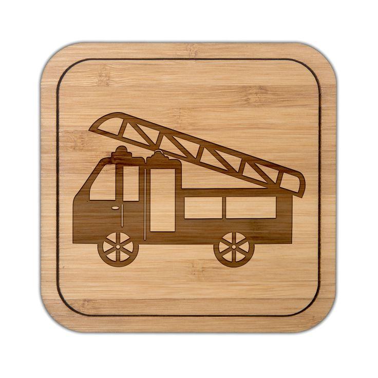 Untersetzer quadratisch Feuerwehr aus Bambus  Coffee - Das Original von Mr. & Mrs. Panda.  Diese quadratischen Untersetzer mit abgerundeten Kanten sind ein besonderes Highlight auf jedem Esstisch. Jeder Gläser Untersetzer wurde mit viel Liebe handgefertigt und alle unsere Motive sind mit besonders viel Hingabe von unserer Designerin gestaltet worden. Im Set sind jeweils 4 Untersetzer enthalten.     Über unser Motiv Feuerwehr  Sie sind immer für uns da, helfen unseren Katzen von den Bäumen…