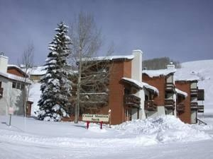 Crested Butte, CO: Gold rated, 2 Bedroom/2.5 Bath Lockoff. Located only steps from the ski slopes at the main base area this condo features a fully equipped kitchen, bal...