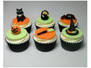 """VOICI UNE MAGNIFIQUE OCCASION POUR FAIRE UNE ACTIVITÉ AVEC VOS ENFANTS (6 ANS ET PLUS)  Venez apprendre à décorer des cupcakes pour l'Halloween! De plus, vous apprendrez à confectionner plusieurs décorations en fondant ainsi qu'à manier la poche à douille !   Techniques : Utilisation de la poche à douille Tourbillon classique Tourbillon """"rose"""" Décorations en fondant  Inclus: Glaçage nécessaire 12 cupcakes Fondant nécessaire Une Boite à pâtisserie Accès aux outils, colorants et ..."""