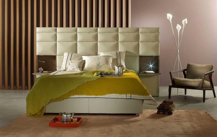 Programme de tête de lit ou lit complet, adaptable en longueur et en hauteur selon le nombre de panneaux capitonnés. Options chevet intégré abattant avec ...