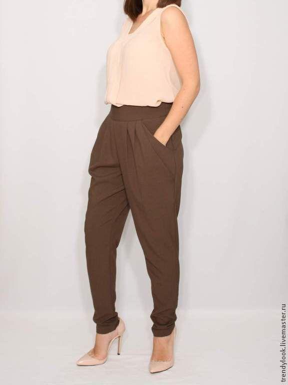 Купить Коричневые брюки с карманами в гаремном стиле - однотонный, женская…