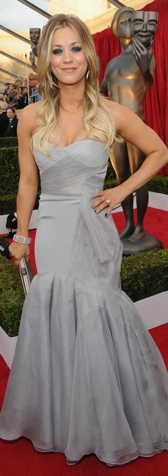 Kaley Cuoco: Dress – Vera Wang  Shoes – Jimmy Choo  Jewelry – Lorraine Schwartz  Purse – Ferragamo