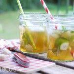 Fruchtig-frischer Apfel-Gin-Limetten-Camping-Drink zur Lagerfeuer-Romantik