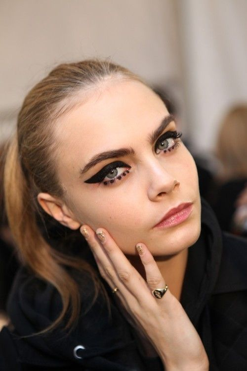 winged eyeliner // dramatic makeup #cara