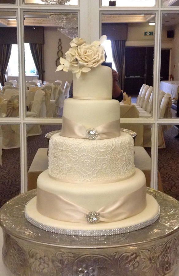 Lace Decorated Wedding Cakes