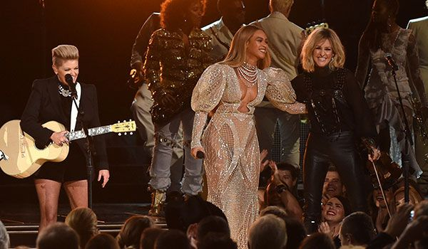 """Beyoncé And The Dixie Chicks Team Up For 'Daddy Lessons' Check out their powerful performance at the Country Music Association Awards The Dixie Chicks' have openly professed their love of Beyoncé's """"Daddy Lessons"""" and even covered the song live before. So when both artists finally joined forces last night at the 50th annual Country Music Association Awards, their take on Lemonade's twangiest track was extra satisfying. Considering both Beyoncé and the Dixie Chicks are Texas natives"""
