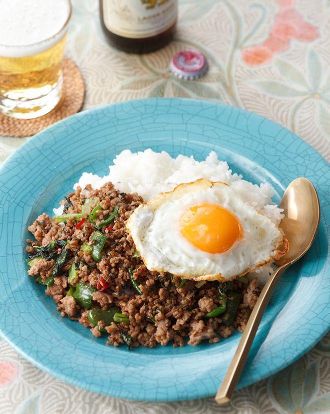 エスニックカフェなどで人気のタイ料理を、ドライのバジルで手軽にアレンジ。