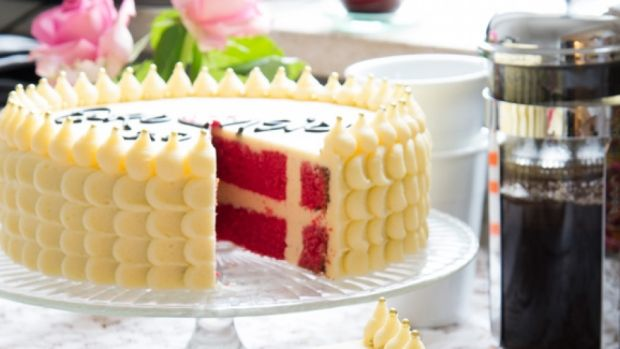 Fodselsdagskage - Danish Birthday cake | recipe for cake translated from Danish