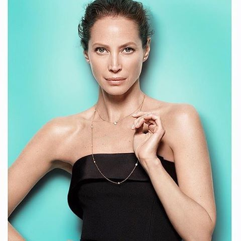 2016/10/07 01:58:54 nichemagazine Tiffany & Co. Presents their new #SomeStyleisLegendary campaign for fall 2016 directed by Oscar-nominated and Emmy Award winning filmmaker R.J. Cutler. Read more on our website www.NICHE.style @tiffanyandco #christyturlington #legendarystyle #tiffanyandco #buzz