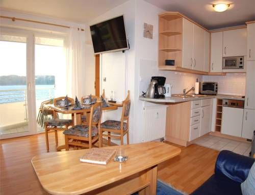 Apartment Windjammer 2 Heiligenhafen Situated in Heiligenhafen, this apartment is 44 km from Timmendorfer Strand. Guests benefit from balcony. Free private parking is available on site.  There is a dining area and a kitchen complete with a dishwasher and an oven.