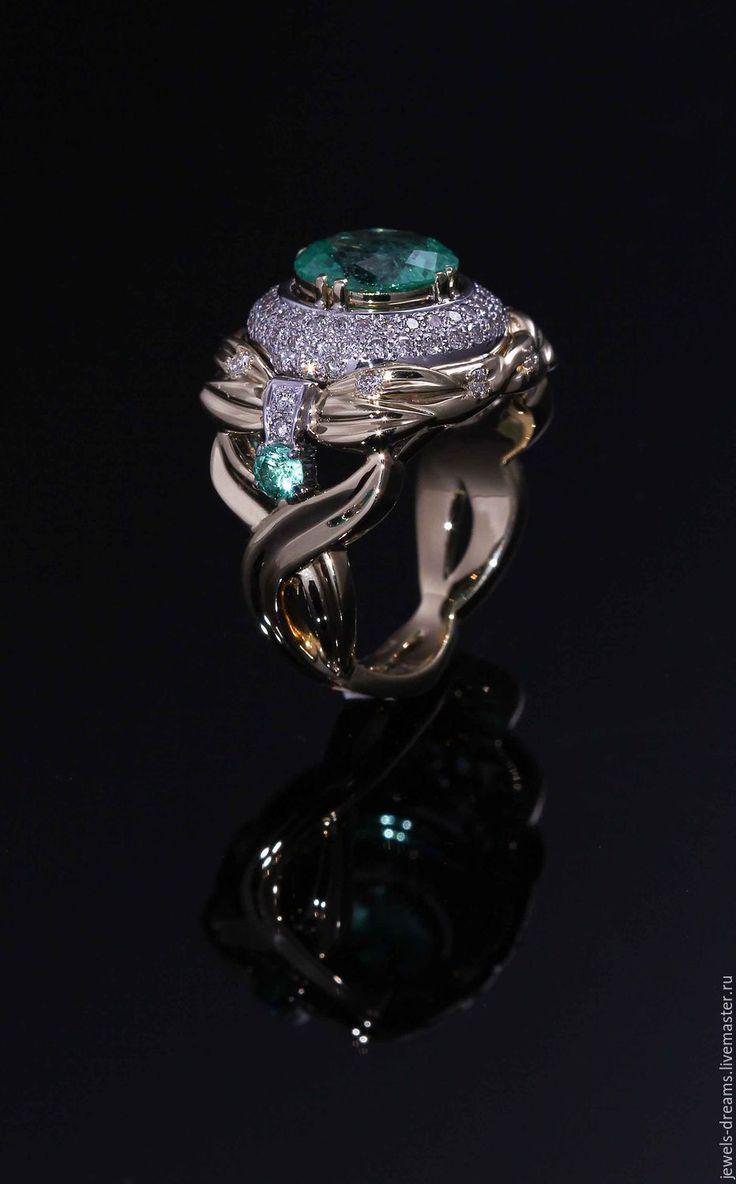 """Купить Золотое кольцо с изумрудами и бриллиантами """"1002 ночь Шахерезады"""" - золотой, золото 585 пробы"""