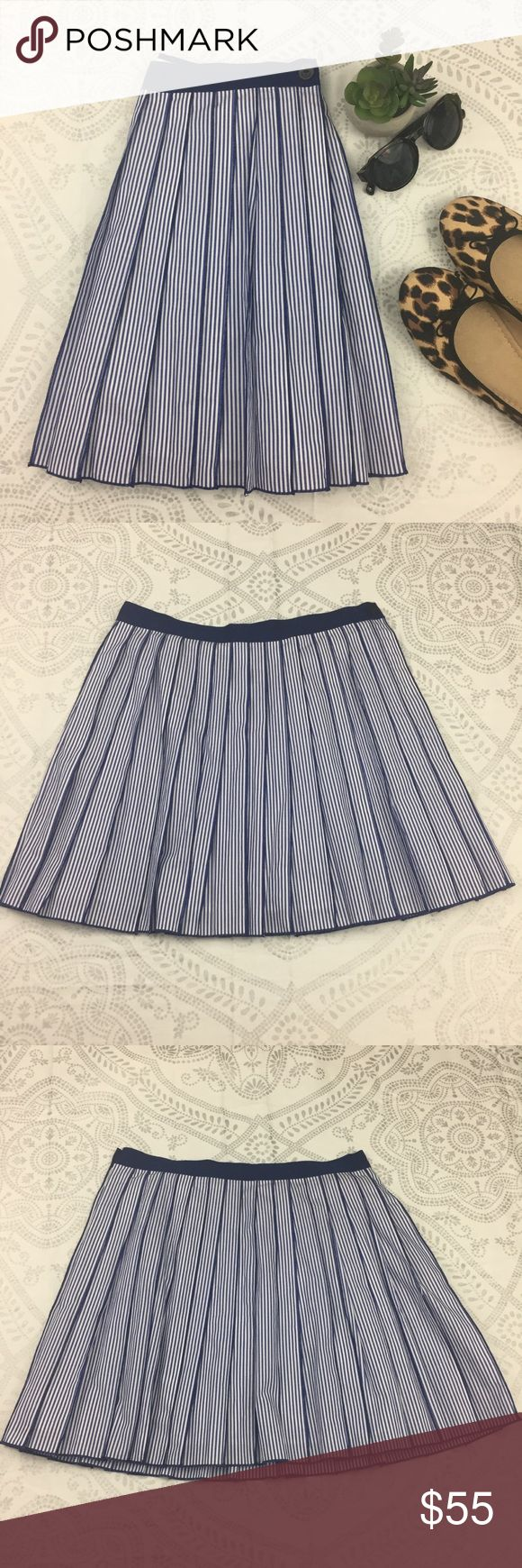 """NWT Vineyard Vines Stripe Pleated Skirt, Blue, 4 NWT Poplin Stripe Pleated Skirt, Spinnaker Blue, 4 Preppy striped poplin meets flattering, pleated A-line silhouette in a women's skirt that's ready to dress up or down. 100% cotton. Banded waist. Lined. Pockets. Side zip with visible navy anchor accented button. Washable.  Measurements: Flat Lay Waist: 15.5  Waist to hem: 17"""" Vineyard Vines Skirts"""