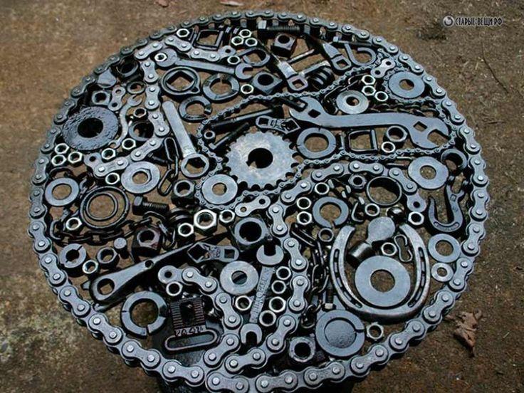 Все мужчины любят машины, мотоциклы и скорость, это, наверное, у нас в крови. Но кто из них может похвастаться такими роскошными столами из деталей тех же самых машин.