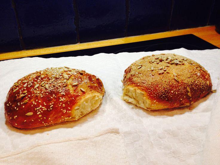 Bröd på påhittat recept! 2 dl dinkel 4 dl vete 1 tsk sirap 1msk honung 1 tsk salt 1 tsk olja 25 torrjäst och 3 dl vatten.