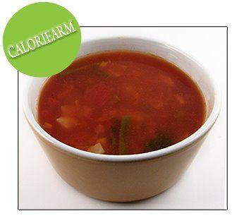 700 g groenten in blokjes (wortelen, pastinaak, boontjes, prei, knolselder, paprika, ajuin…) 1 blik 400 g gepelde tomaten in stukjes 1 blikje tomatenpuree (70g) 4 bouillonblokjes (kip) scheutje worcestersaus peper v/d molen paar druppeltjes tabasco 2,5 l water Doe alles in een kookpot laat ca. 20 minuten koken. Misschien ook interessant Recept komkommersoep Caloriearm: Groentensoep …