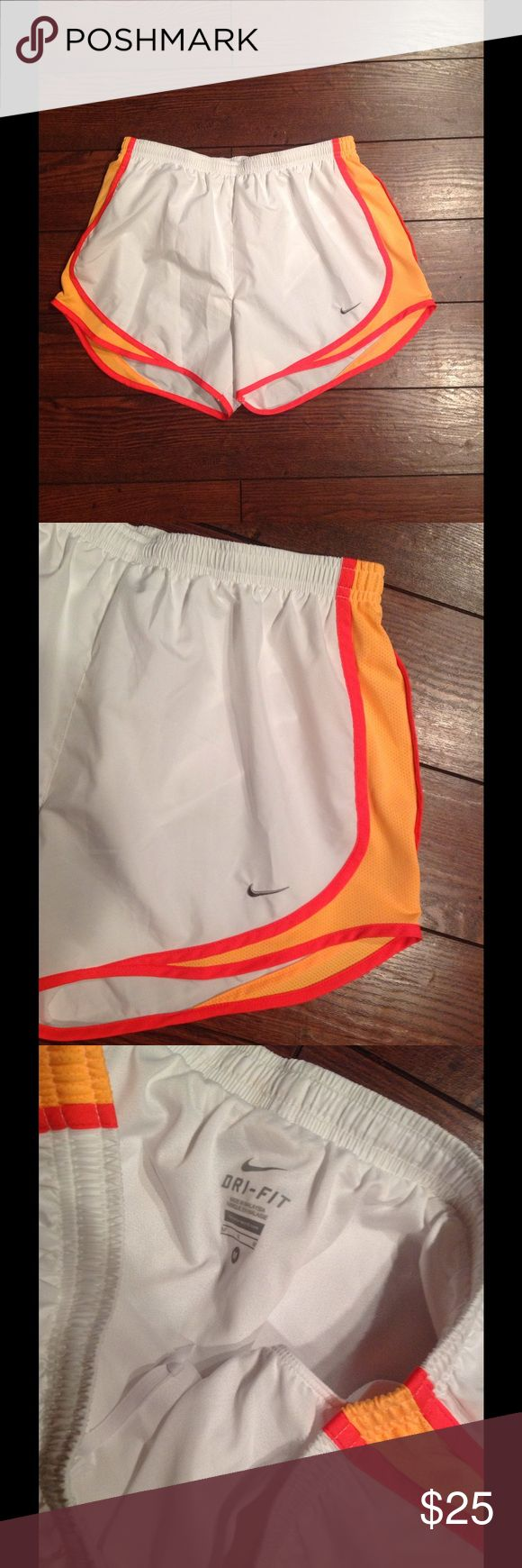 Nike Dri Fit Shorts M! Nike Dri fit shorts size medium these have a liner in them like new condition!! Nike Shorts