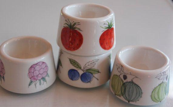 Vintage Arabia Finland Marja Berry design egg by FinnishTreasures