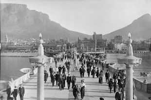 The Cape Town Foreshore was known as the Old Cape Town Pier in the 1900′s.