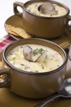 Una deliciosa sopa para esta época de frío, con esta receta verás que se te quita y verás que te va a encantar. La receta de Crema de Almejas es fácil de preparar y se ve muy elaborada.