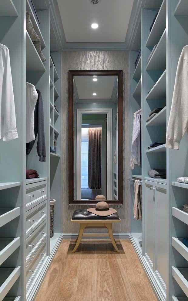 Closet Azul Deixa O Espaço Suave E Aconchegante