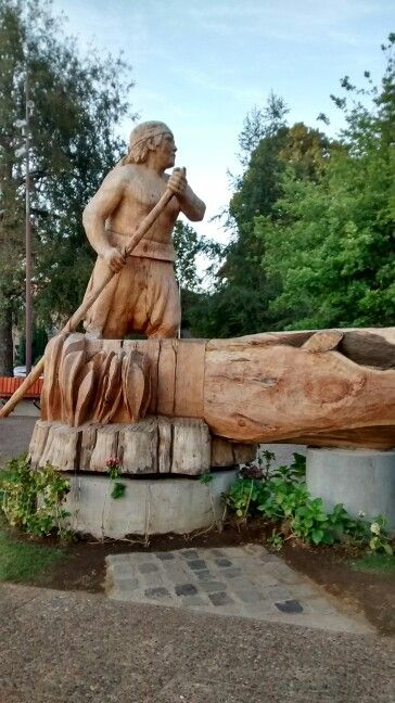 Plaza de armas de Pucon.Escultura en madera.