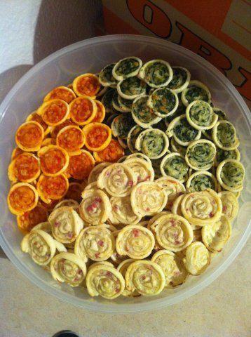 Das perfekte Blätterteig-Gebäck tricolori-Rezept mit einfacher Schritt-für-Schritt-Anleitung: Die Tomaten in einem höheren Gefäß mit dem Mixstab…