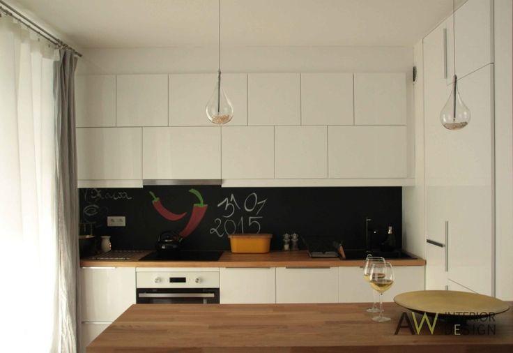 Biała kuchnia, szafki kuchenne, modułowe szafki kuchenne. Zobacz więcej na: https://www.homify.pl/katalogi-inspiracji/27853/szafki-kuchenne-inaczej-7-pomyslow