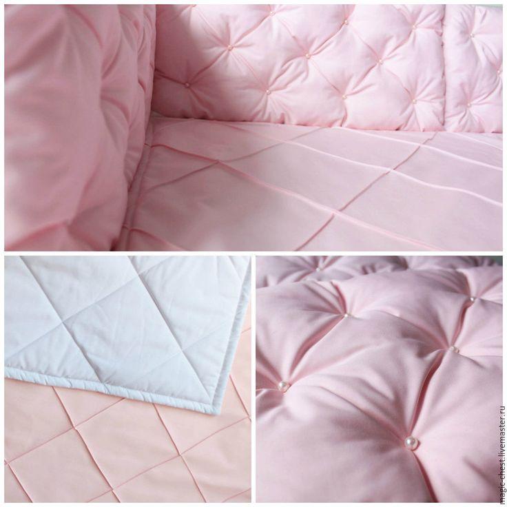 Купить или заказать Комплект в кроватку: бортики и одеяло в интернет магазине на Ярмарке Мастеров. С доставкой по России и СНГ. Срок изготовления: 2-5 дней. Материалы: тиси, холофайбер, синтепон, бусины под…. Размер: 120*90 одеяло, 30*57 бортик