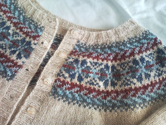 Ravelry: Project Gallery for Fair Isle Yoke Cardigan pattern by Elizabeth Zimmermann