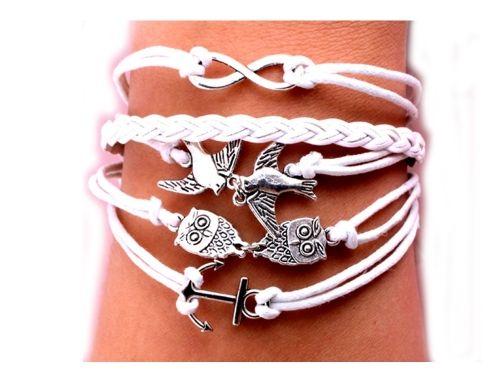 pulsera blanca Brazaletes modelo Milano con amuletos de la suerte con