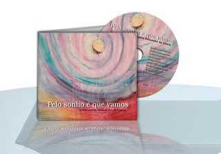 """« """"Pelo sonho é que vamos"""" é, talvez, um dos versos mais conhecidos de Sebastião da Gama, que faz parte do poema """"O sonho"""", escrito no primeiro dia de Setembro de 1951. Universalizou-se o verso, de facto, numa homenagem que também tem de ser reclamada para Sebastião da Gama, seu autor. """"Pelo sonho é que vamos"""" passou a ser também o título de um cd com poemas de Sebastião da Gama musicados por Salvador Peres e interpretados pelo grupo e-Vox, (...)"""